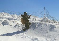 مجاهدت رزمندگان مقاومت در برف و سرمای طاقت فرسا؛ تصاویر