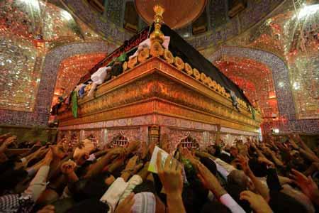 تصاویر ازعزاداری و احیای شب بیست یکم ماه مبارک رمضان درحرم امام علی(ع)