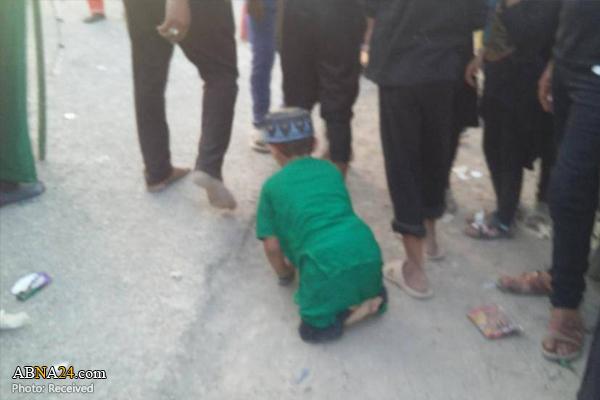 «سجاد»، کودک معلول بر روی دو دست در راه کربلا