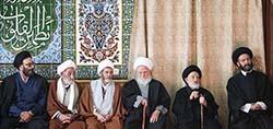 جداکردن صف روحانیون از مردم در مساجد، اشتباه است